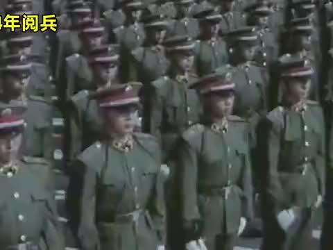 回顾建国35周年阅兵,列队扶枪声音震撼