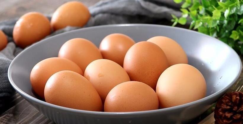 煮鸡蛋,牢记3个技巧,蛋壳一剥就掉,好吃省事