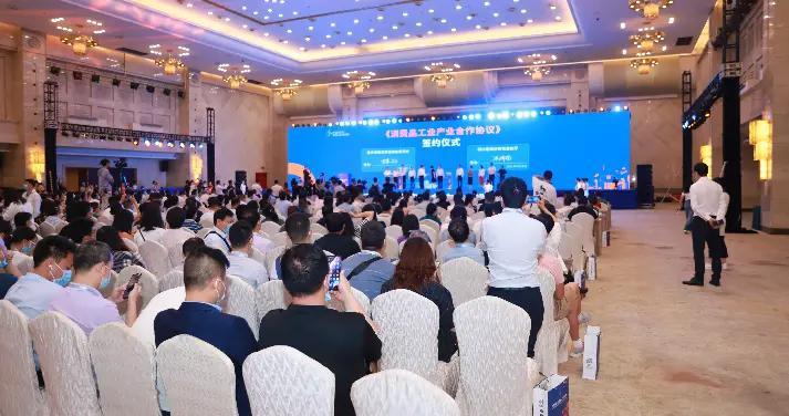 中国(成渝)美食工业博览会开幕 川渝两地经信部门共签消费品产业合作协议