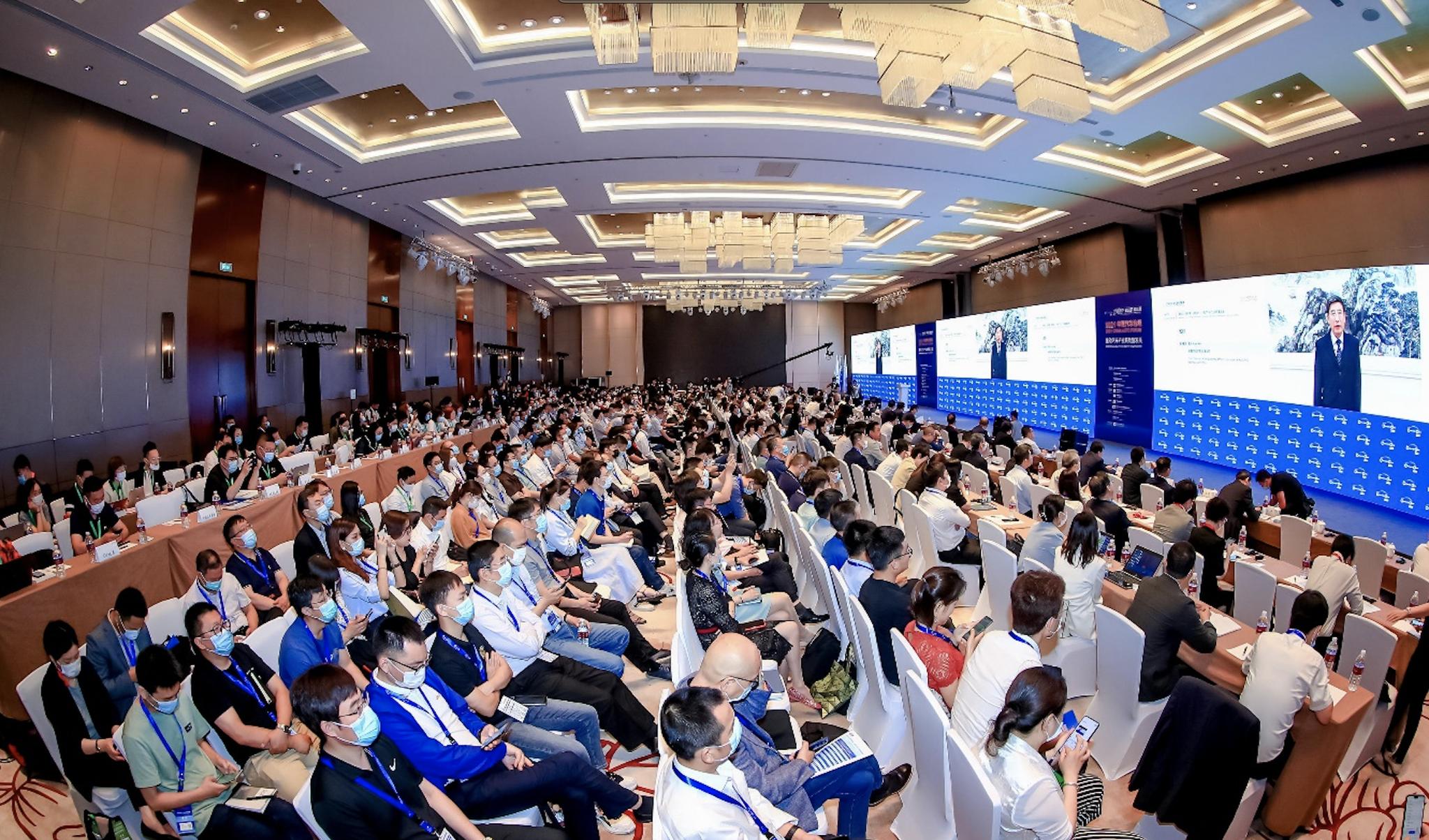 苗圩:要构建智能网联汽车中国方案,及早谋划自主可控的芯片和操作系统