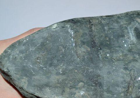 赌石界的传奇,价值高昂的翡翠原石,抛光后成品惊艳众人