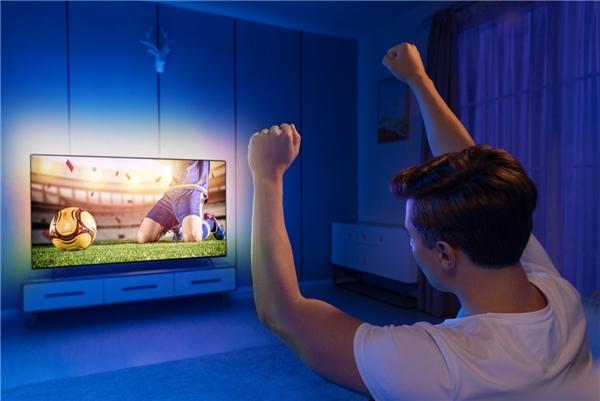 飞利浦环景光8500系列电视陪你追赛事,炫动光影燃爆夏天!