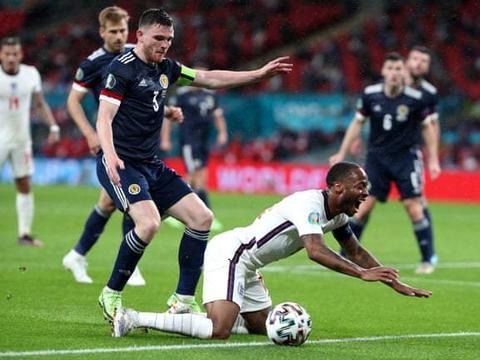 凯恩斯特林首发哑火,斯通斯中柱 英格兰0-0苏格兰