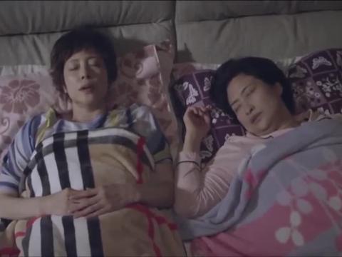 影视:妈妈和婆婆一起睡,婆婆打呼噜磨牙,妈妈一脸绝望