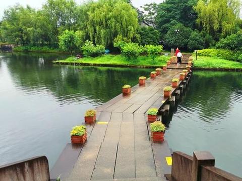 """杭州这景点拥有国家级""""非遗"""",雨中别有意境,还有美美的花海"""