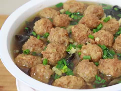 黄花菜和鸡蛋新吃法,也是四川农家宴压轴菜,清淡营养,老少皆宜