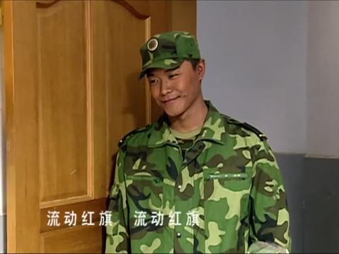 士兵突击:伍六一班的优秀班集体锦旗,被成才拿走,气得他想打人