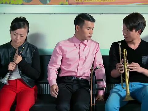 傻小子参加才艺面试,评委让他演奏乐器,他却给评委唱了一首歌
