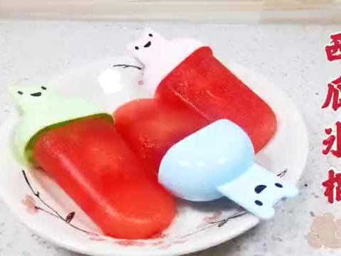小时候最爱吃的西瓜冰棍,材料和做法都很简单,清凉解暑又好吃