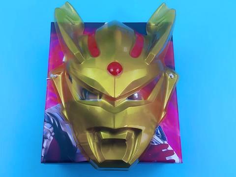 开箱金色赛罗奥特曼大盲盒,开出赛罗战斗机变身器和稀有卡片