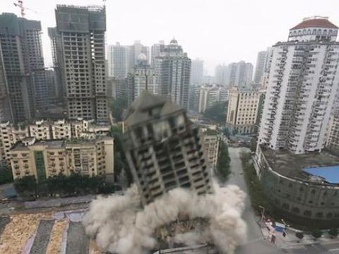 """上海20年烂尾楼,打着复活名义却做着""""诈骗勾当"""",终被强行拆除"""