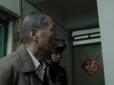 人民:王文革挟持老板儿子,陈老竟提出用自己当人质,放了小孩子