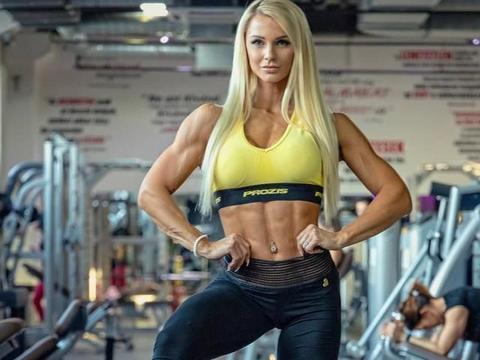 马甲线,完美身材,挪威美女克服伤病,成为IFBB比基尼运动员