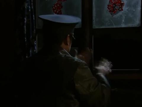 刘洪重回枣庄,要借着王强的职务之便,弄点枪防身