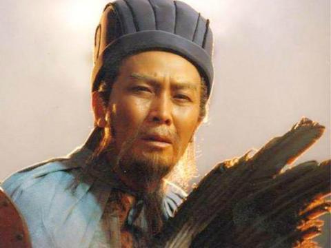 周瑜临死前提拔一小将,10年后带兵打败关羽,让诸葛亮回忆人生