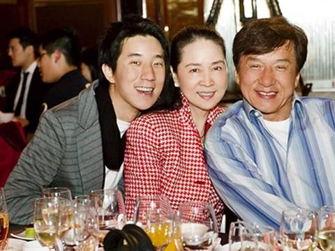 成龙退出林凤娇公司疑似婚变,成龙方辟谣:他们感情一直很好