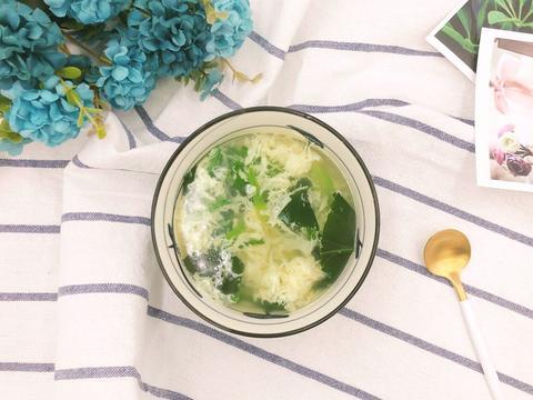 简单的鸡蛋菠菜汤,10分钟就能做好的快手汤,鲜美滋补又好喝