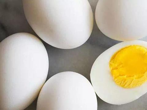 煮鸡蛋:记住煮前多加两个料,煮好后蛋壳好剥,鸡蛋香嫩好吃