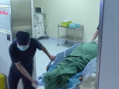产科医生:医生在手术时,竟抢着取胎盘,这可不能儿戏啊!