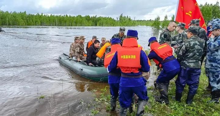 大兴安岭塔河县堤坝溃堤决口 400余人被困孤岛 已营救被困人员100余名