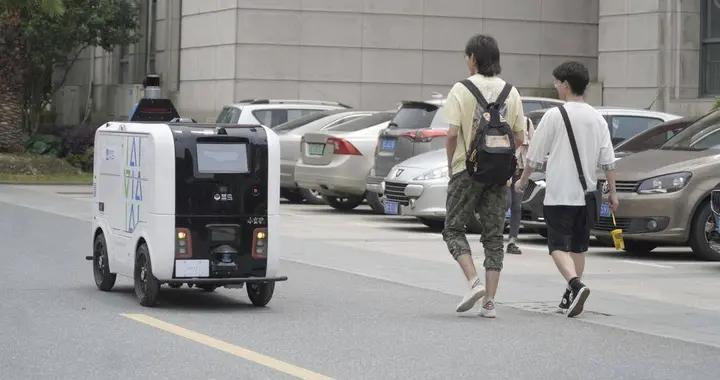 聚焦618|乡村快递增485%无人车干活超8000小时,江南大学江苏师范大学菜鸟驿站忙疯