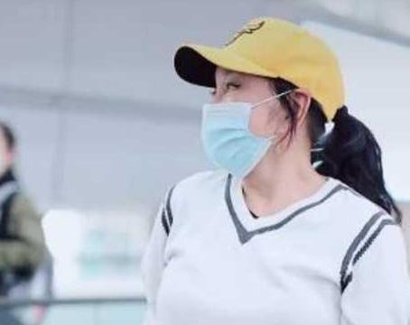 65岁刘晓庆生图曝光,身材发福有点累,长耳垂抢镜