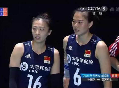 中国女排VS俄罗斯,场上趣事太多,美女裁判都忍不住,参与进来