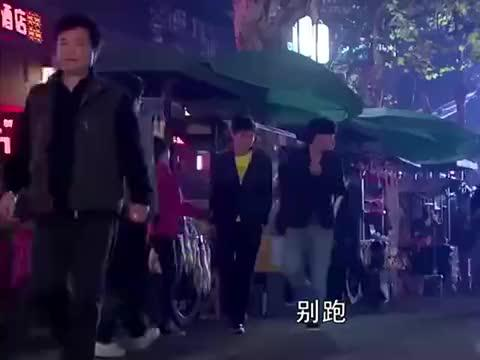 遇见王沥川,小秋夜市上演警匪大战,神勇机智的她,将相机夺回