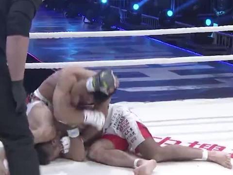 日本拳手竟拿鼻孔看杨建平!中华虎翻身绞杀灭了他