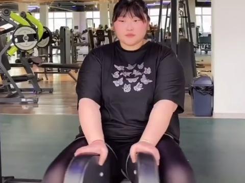 农民歌手大衣哥女儿近况曝光,自曝体重230斤,已开始减肥