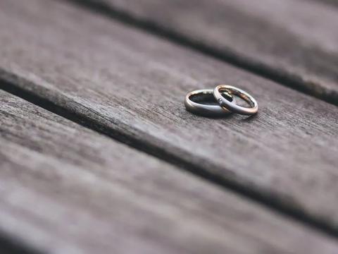 当你意识到婚姻丧失活力和新鲜感,你就可以跟伴侣一起出去旅行