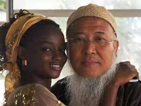 53岁中国画家耗资4000多万,娶非洲24岁少女,他们婚后现状如何