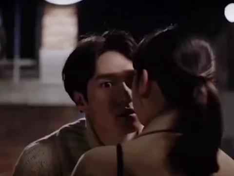 和男朋友约会被父母看到,离开嘴唇那一刻,尴尬到窒息!