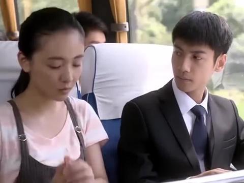 司机一个刹车,赵默笙不小心撞到了他,何以琛的表情亮了