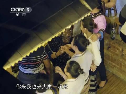 舌尖上的中国:姐妹们准备的绿叶宴,呈现出夏季里缤纷的色彩