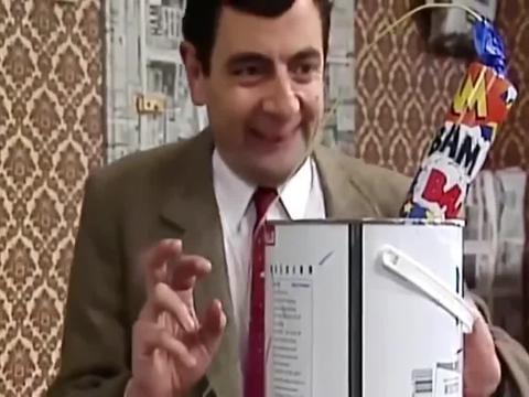 憨豆先生:憨豆自己装修房子,这刷油漆的方式有点废房子啊!