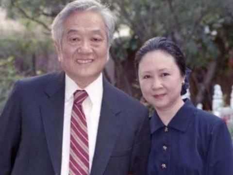 82岁的琼瑶终究翻车了,8岁被她捧红的金铭,竟是活得最通透之人