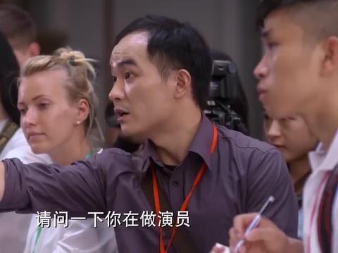 何以:赵默笙帮向律师拍照,遭众人嫌弃,让默笙去找何以琛玩去