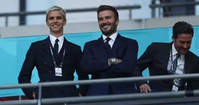 贝克汉姆父子西装革履,观战欧洲杯,18岁儿子帅气程度堪比父亲