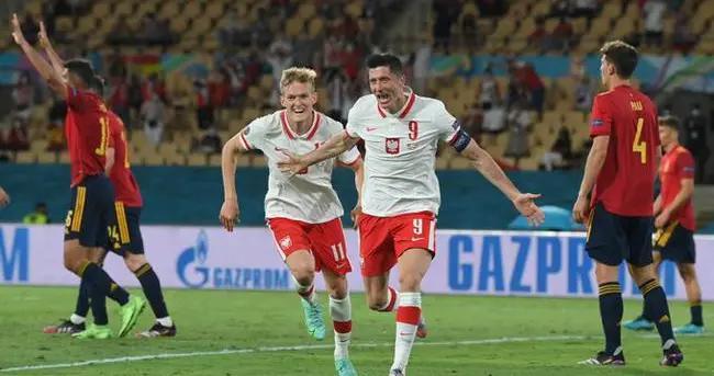 西班牙1:1波兰,莱万多夫斯基进球了
