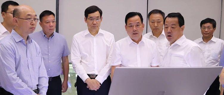 中国建材集团董事长周育先到宜兴新能源调研指导工作