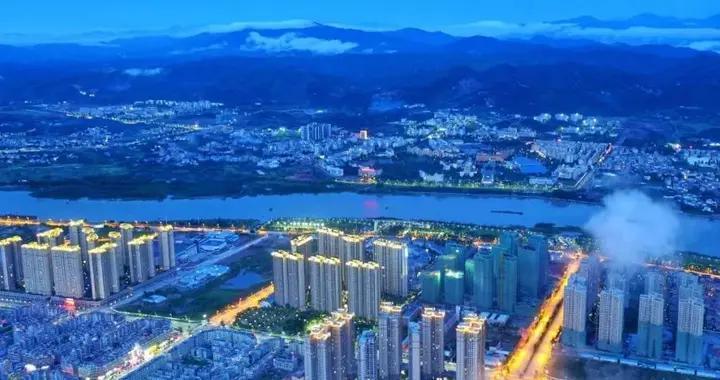"""广东河源迎来""""天际线"""",高161米,斥资10亿,是个金融中心"""
