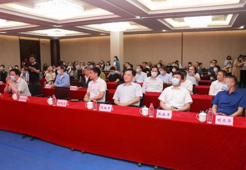 百名陶瓷艺术家百件陶瓷技艺作品展在北京陶瓷艺术馆举行