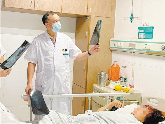 56岁李阿姨右肩抬不起来,误当肩周炎治疗,结果越治越严重