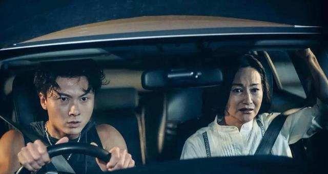 TVB视帝王浩信与妻子各有新发展,网友预测颁奖礼再有机会同台