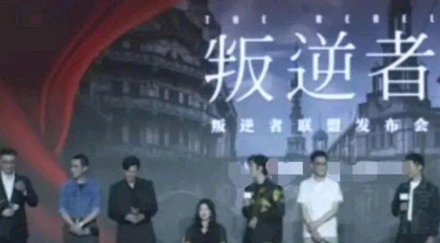 《叛逆者》发布会现场,朱珠怀孕7月坚持参加,主办方贴心准备椅子
