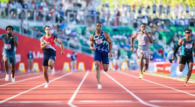 美国男子100米预赛开挂 加特林跑出9秒93