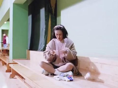 影视剧:星爷做卧底惹恼朱茵,朱茵伤心哭泣,扔了满地的鼻涕纸!