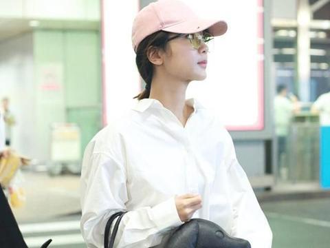 杨紫虽然长得挺甜,但穿上衬衫挺知性,风格真多变,不愧是好演员