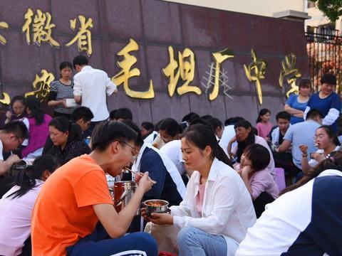 毛坦厂中学又开始收复读生了,最高收费38000!多一分可便宜8000